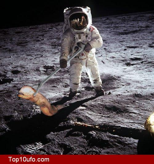 Nasa Astronaut With Alien On Moon « UFO Sightings